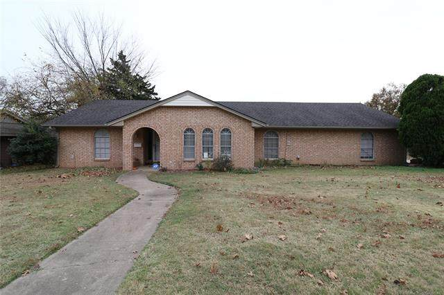 1054 Meadow Drive, Bartlesville, OK 74006 (MLS #2041084) :: Hopper Group at RE/MAX Results