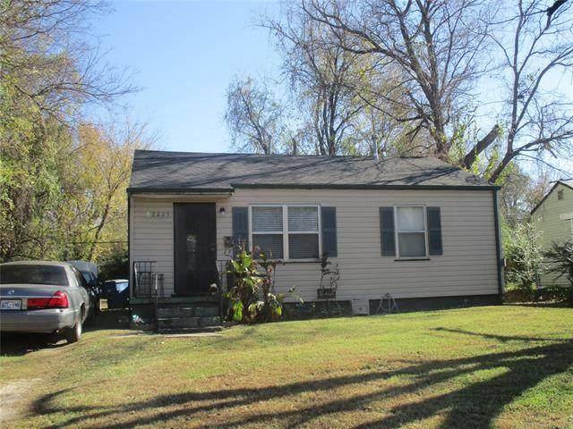 2221 N Xanthus Avenue, Tulsa, OK 74110 (MLS #2041524) :: 580 Realty