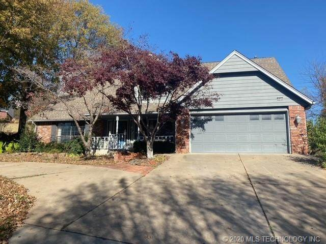 5805 E 78th Place, Tulsa, OK 74136 (MLS #2041659) :: Hometown Home & Ranch