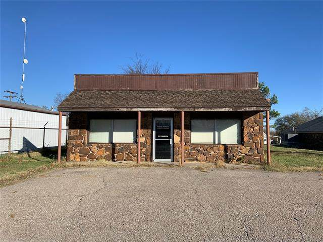 1115 Commercial Avenue, Mounds, OK 74047 (#2041807) :: Homes By Lainie Real Estate Group