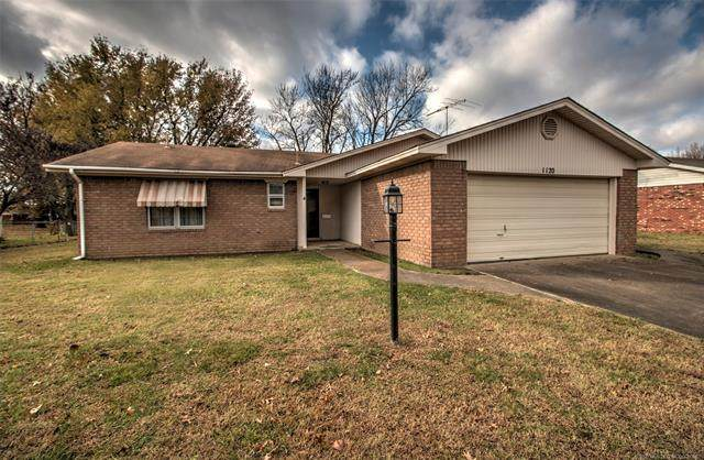 1120 Spruce Court, Pryor, OK 74361 (MLS #2041944) :: Hometown Home & Ranch