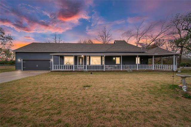 305 S Broadway Street, Inola, OK 74036 (MLS #2041972) :: Hometown Home & Ranch