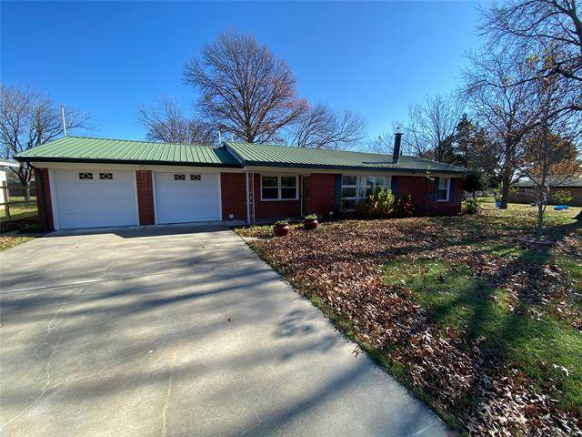 104 Russell, Holdenville, OK 74848 (MLS #2042357) :: Hometown Home & Ranch