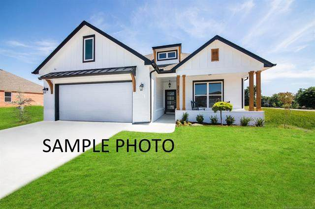 5121 S Nassau Avenue, Sand Springs, OK 74063 (MLS #2042466) :: 918HomeTeam - KW Realty Preferred