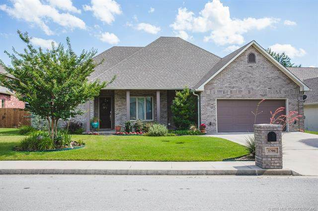 1706 SW Olive Street, Ardmore, OK 73401 (MLS #2042533) :: Hopper Group at RE/MAX Results