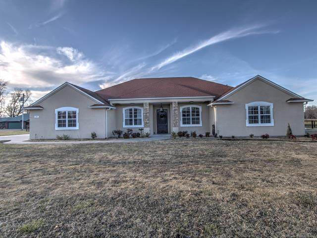 191 Sycamore Lane, Pryor, OK 74361 (MLS #2042800) :: Hopper Group at RE/MAX Results