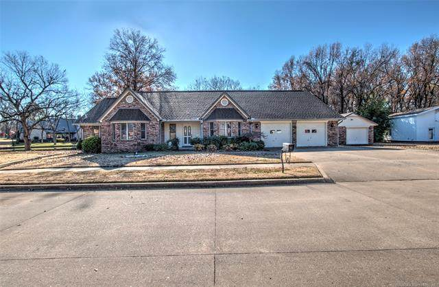 1211 Thurman Street, Pryor, OK 74361 (MLS #2043470) :: Hopper Group at RE/MAX Results