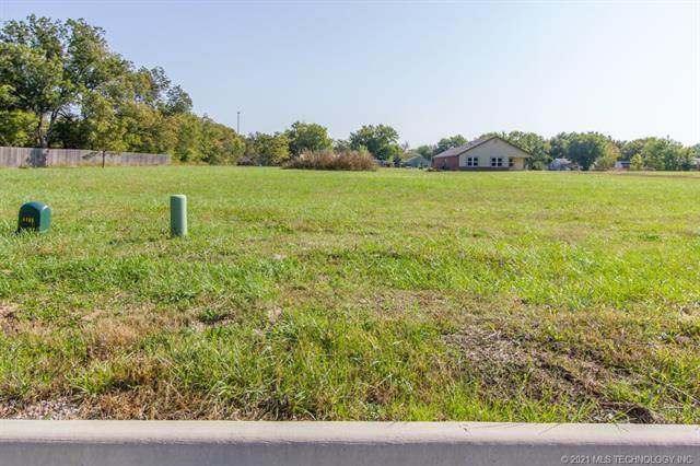 702 Sooner Place, Dewey, OK 74029 (MLS #2043656) :: 918HomeTeam - KW Realty Preferred