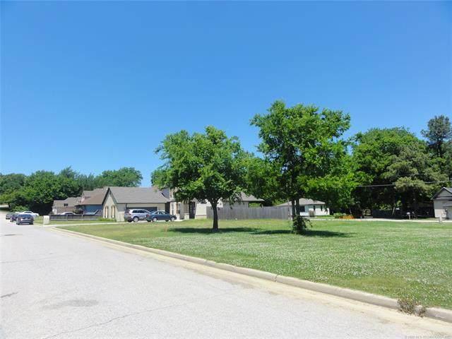 1713 W Pine Place, Tulsa, OK 74127 (MLS #2044327) :: 580 Realty