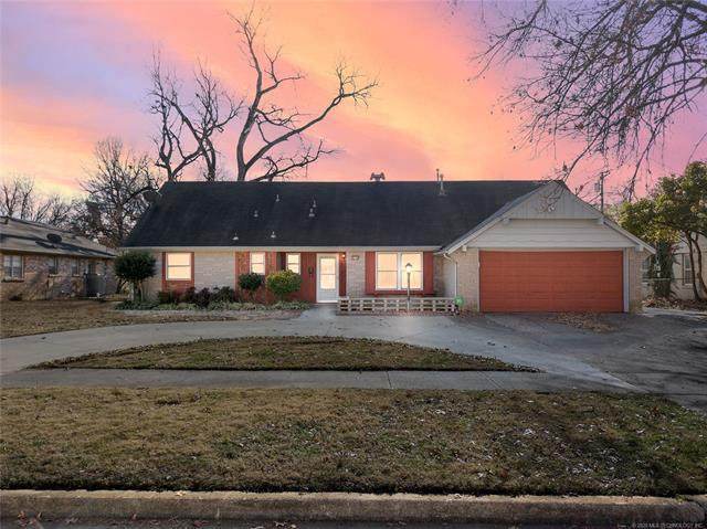 1714 E 59th Street N, Tulsa, OK 74105 (MLS #2044468) :: RE/MAX T-town