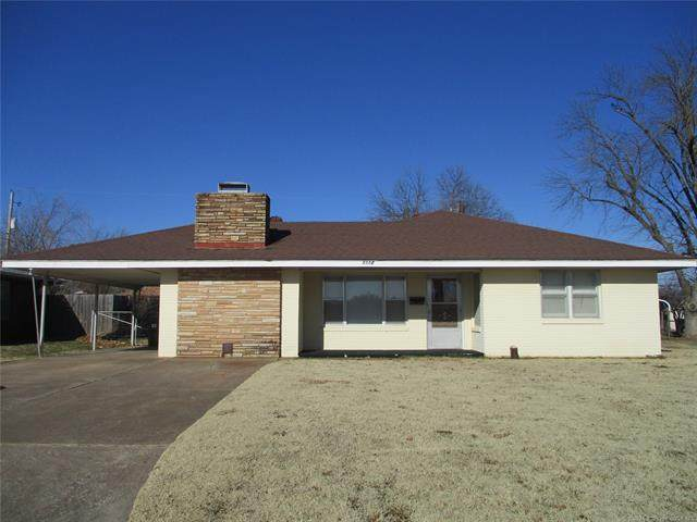 1112 E 7th Street, Cushing, OK 74023 (MLS #2100009) :: 580 Realty