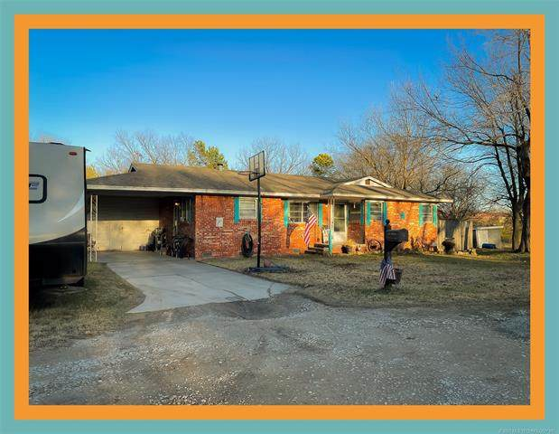 820 E 11th Street, Holdenville, OK 74848 (MLS #2100048) :: 918HomeTeam - KW Realty Preferred