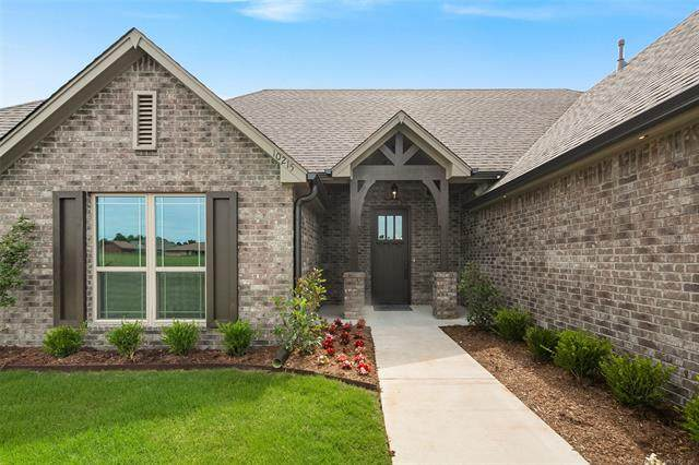 14251 N 69th East Avenue, Collinsville, OK 74021 (MLS #2100409) :: Hopper Group at RE/MAX Results