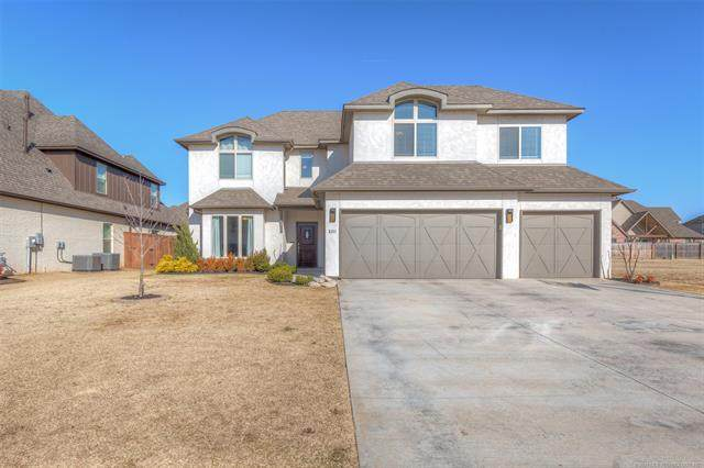 5311 E 122nd Place S, Tulsa, OK 74104 (MLS #2101018) :: 580 Realty