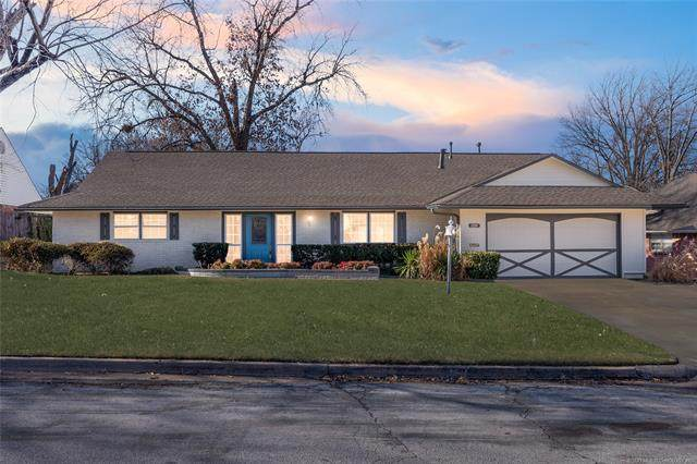 5012 S Irvington Court, Tulsa, OK 74135 (MLS #2101045) :: Hopper Group at RE/MAX Results