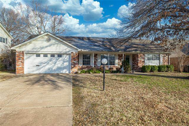9127 E 38th Place, Tulsa, OK 74145 (MLS #2101231) :: RE/MAX T-town