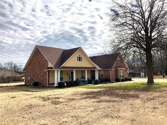 1007 S Powell Avenue, Wagoner, OK 74467 (MLS #2101601) :: Active Real Estate