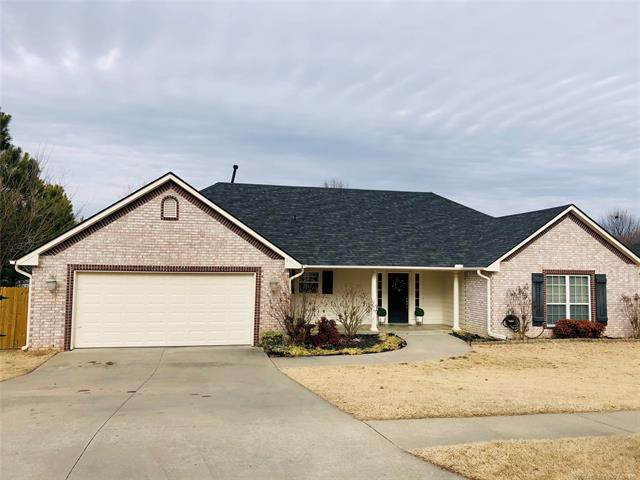 2704 Highwood Court, Claremore, OK 74017 (MLS #2101653) :: Hopper Group at RE/MAX Results