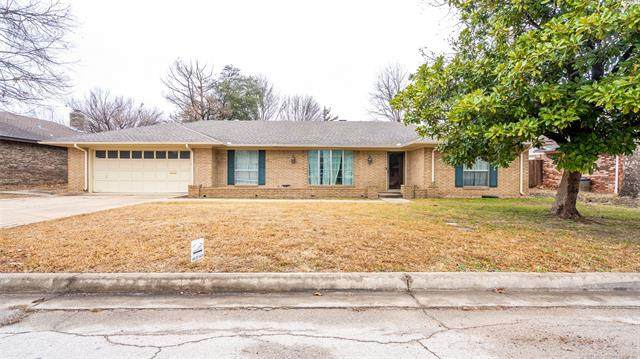 1413 Sunny Lane, Ardmore, OK 73401 (MLS #2101985) :: 918HomeTeam - KW Realty Preferred