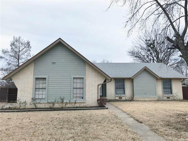 2622 W 68th Street, Tulsa, OK 74132 (MLS #2102229) :: RE/MAX T-town