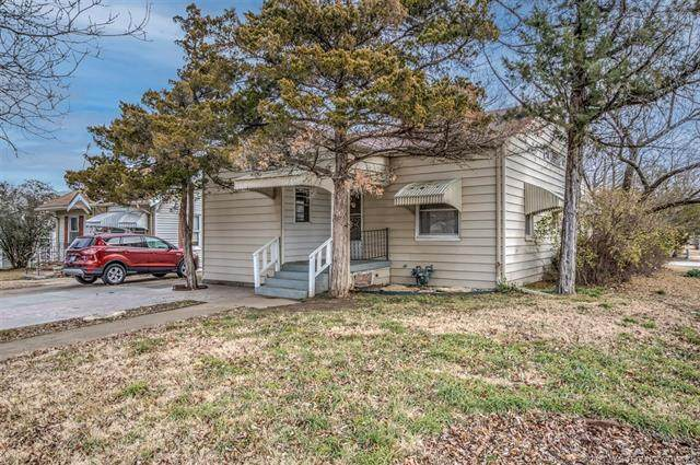 100 N Chickasaw Avenue, Bartlesville, OK 74003 (MLS #2102394) :: RE/MAX T-town