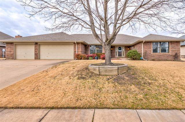 6484 Clear Creek Loop, Bartlesville, OK 74006 (MLS #2102606) :: Hopper Group at RE/MAX Results