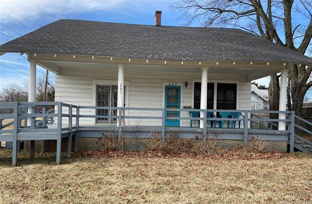 207 S 2nd Street, Checotah, OK 74426 (#2103398) :: Homes By Lainie Real Estate Group