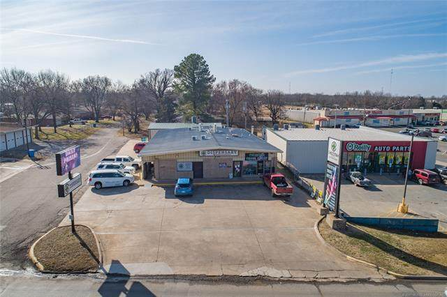 900 W Gentry Avenue, Checotah, OK 74426 (MLS #2103503) :: 918HomeTeam - KW Realty Preferred