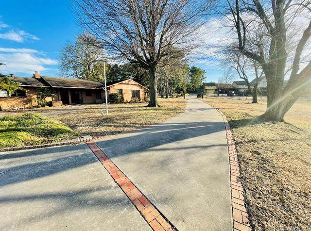 6309 E 67th Place, Tulsa, OK 74136 (MLS #2103691) :: Owasso Homes and Lifestyle