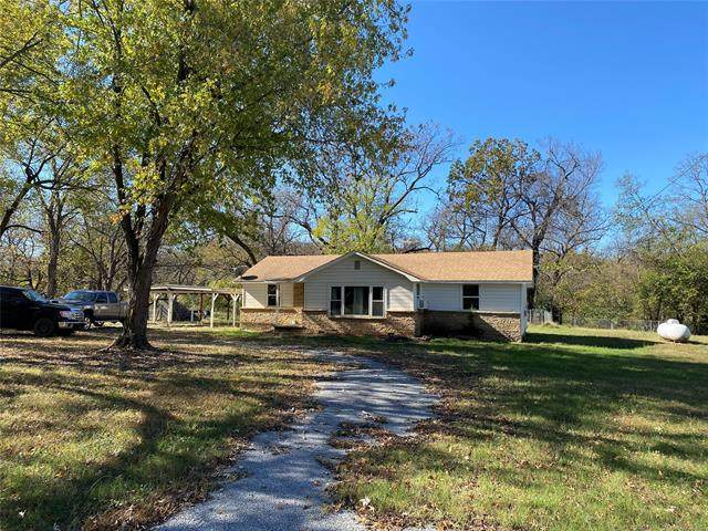 2495 E 565 Road, Locust Grove, OK 74352 (#2104440) :: Homes By Lainie Real Estate Group