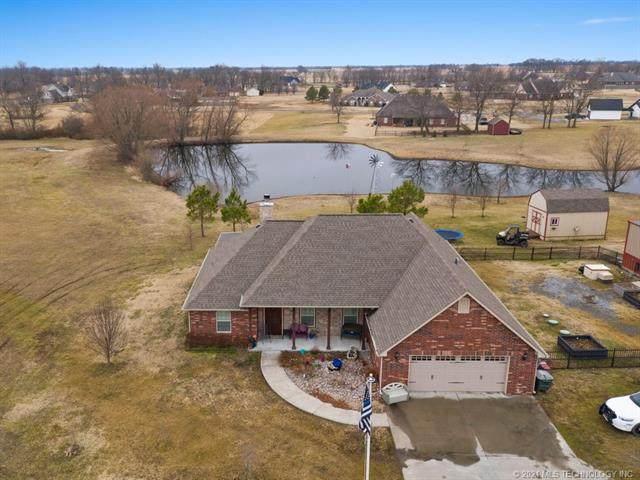 598 Bluebird, Pryor, OK 74361 (#2104733) :: Homes By Lainie Real Estate Group