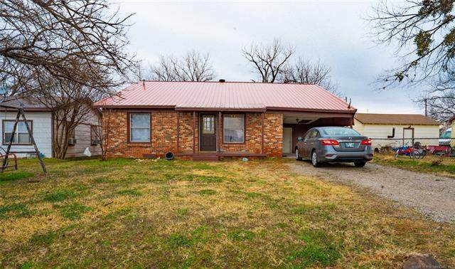 310 W D Street, Ringling, OK 73456 (MLS #2104818) :: 918HomeTeam - KW Realty Preferred