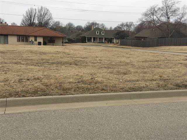 219 NE Beecher Lane, Bartlesville, OK 74006 (MLS #2104888) :: RE/MAX T-town