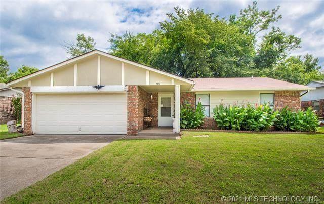 7601 S Juniper Place, Broken Arrow, OK 74011 (MLS #2105006) :: Active Real Estate