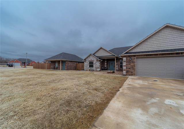 1408 Monarch, Mcalester, OK 74501 (#2105087) :: Homes By Lainie Real Estate Group