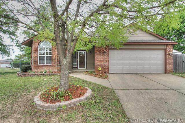11912 S Forest Place, Jenks, OK 74037 (#2105343) :: Homes By Lainie Real Estate Group