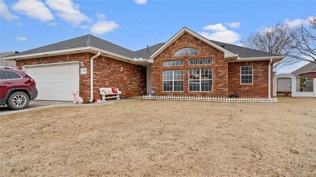 1524 Persimmon Lane, Ardmore, OK 73401 (#2105361) :: Homes By Lainie Real Estate Group