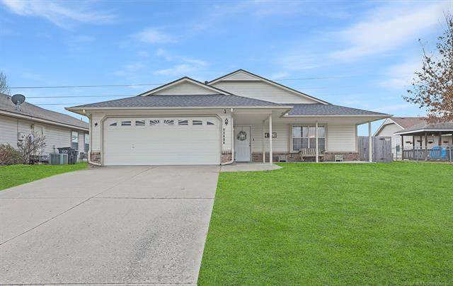 24712 S Heartwood Drive, Claremore, OK 74019 (#2105476) :: Homes By Lainie Real Estate Group