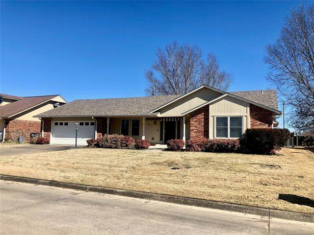 311 Roosevelt Avenue, Wagoner, OK 74467 (#2105506) :: Homes By Lainie Real Estate Group