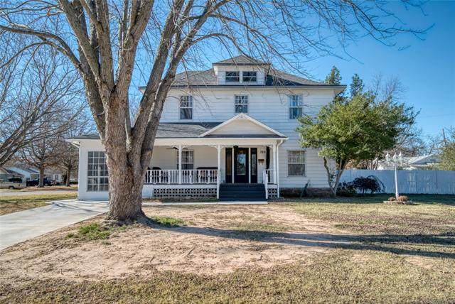 325 S 7th Street E, Okemah, OK 74859 (MLS #2106026) :: RE/MAX T-town