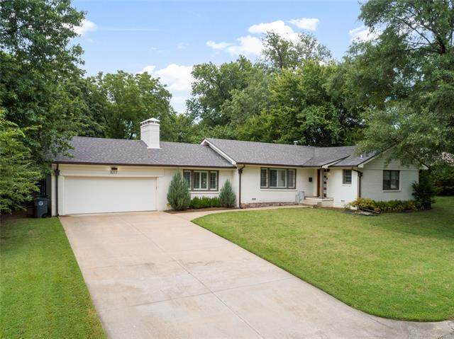 3217 E 37th Street, Tulsa, OK 74105 (MLS #2106071) :: House Properties