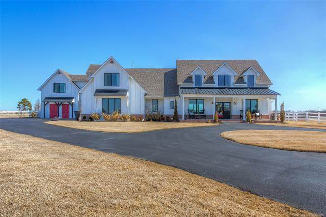 19999 S 43rd West Place, Mounds, OK 74047 (#2106088) :: Homes By Lainie Real Estate Group