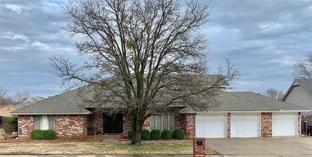 2732 Claremont Drive, Bartlesville, OK 74006 (MLS #2106519) :: 918HomeTeam - KW Realty Preferred