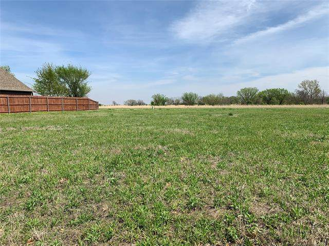 104 Homestead Drive, Bartlesville, OK 74006 (MLS #2106842) :: Owasso Homes and Lifestyle