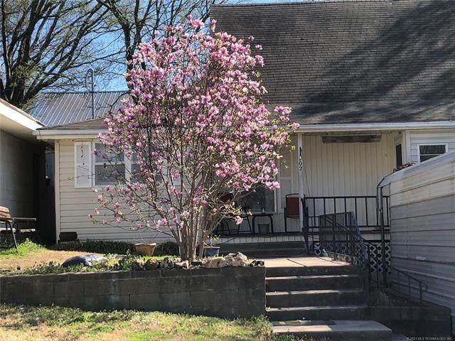 102 E Harriett, Locust Grove, OK 74352 (MLS #2107156) :: Owasso Homes and Lifestyle