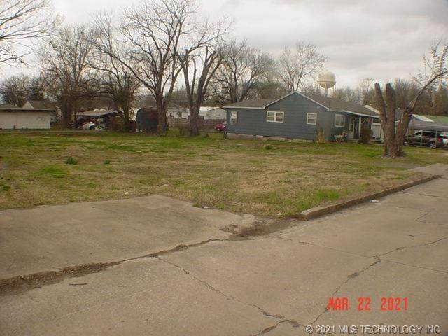 106 N Orphan Street, Pryor, OK 74361 (MLS #2107900) :: Owasso Homes and Lifestyle