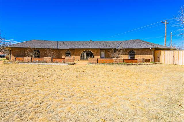 2301 W Coburg Place, Moore, OK 73170 (MLS #2108189) :: Active Real Estate