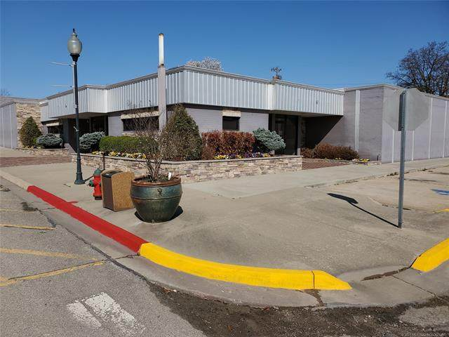 302 W Bdwy Street, Okemah, OK 74859 (MLS #2108397) :: Owasso Homes and Lifestyle