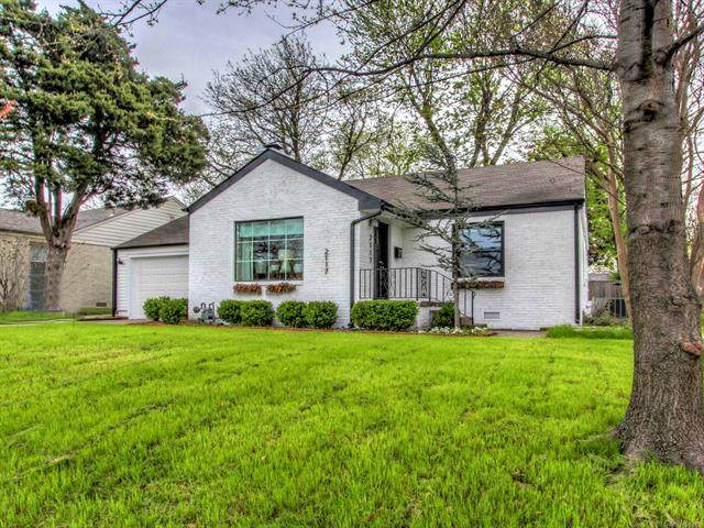 2117 S Delaware Court W, Tulsa, OK 74114 (MLS #2108751) :: Hopper Group at RE/MAX Results
