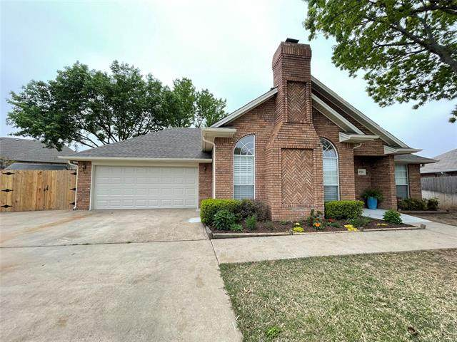 1530 Persimmon Lane, Ardmore, OK 73401 (MLS #2108817) :: House Properties